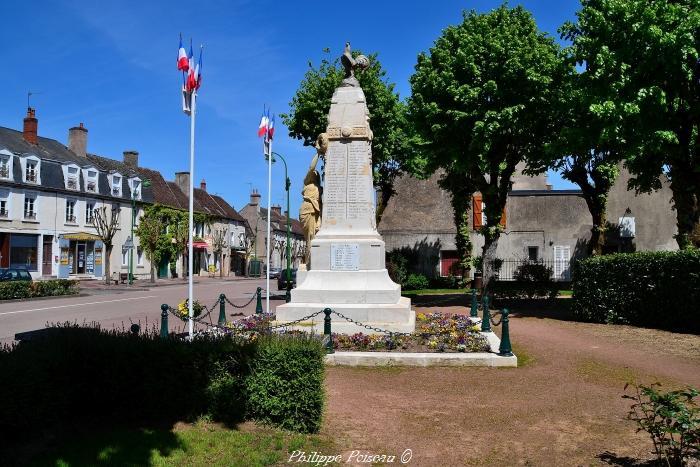 Monument aux Morts de Corbigny