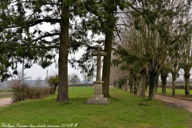 Croix du village de Cervon Nièvre Passion