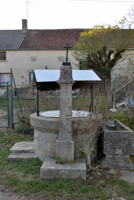 Puits du village de Cropigny Nièvre Passion