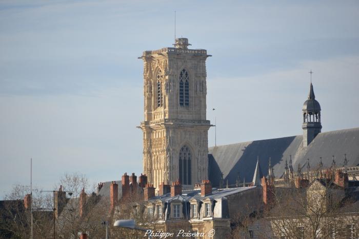 Tour Bohier de la Cathédralede Nevers un beau patrimoine.