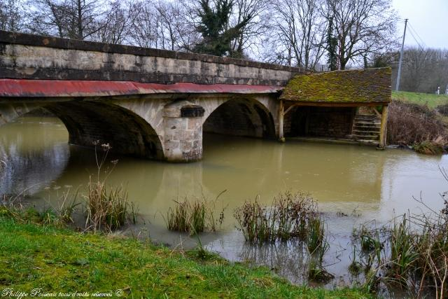 Lavoir du pont de Dompierre sur Nièvre