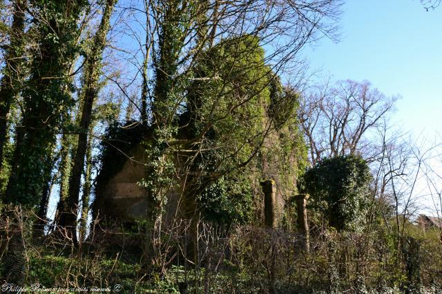 Les ruines de l'ancienne église de Limanton