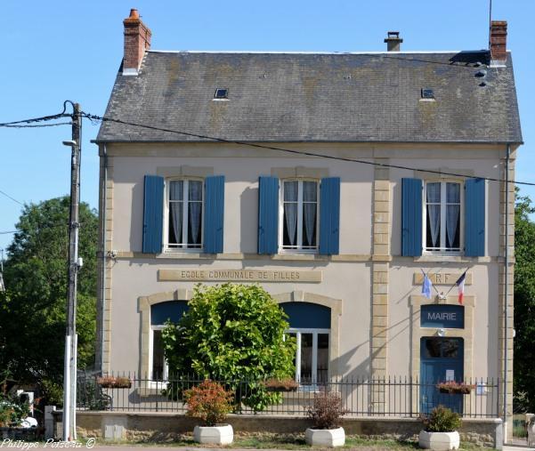 Mairie de Montigny aux Amognes un hôtel de ville