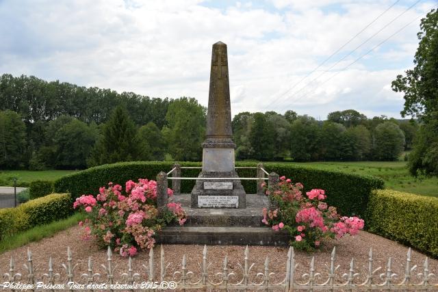Monument aux Morts de Beaumont-la-Ferrière