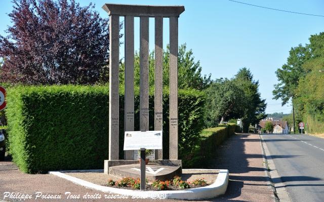 Stèle aux morts de Cercy la Tour un hommage