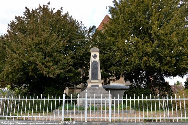 Monument aux Morts du village de Breugnon
