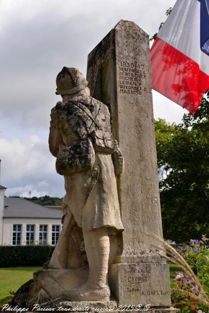 Monument aux morts de Pougues les Eaux Nièvre Passion