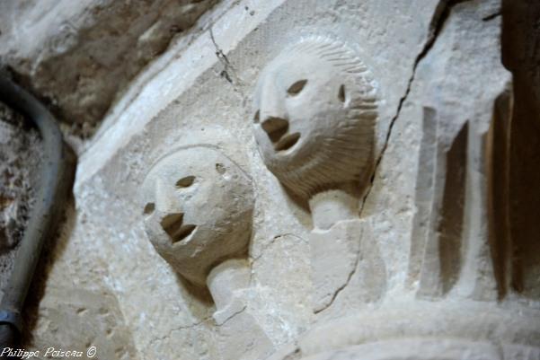 Intérieur de l'église de Metz le Comte – Église
