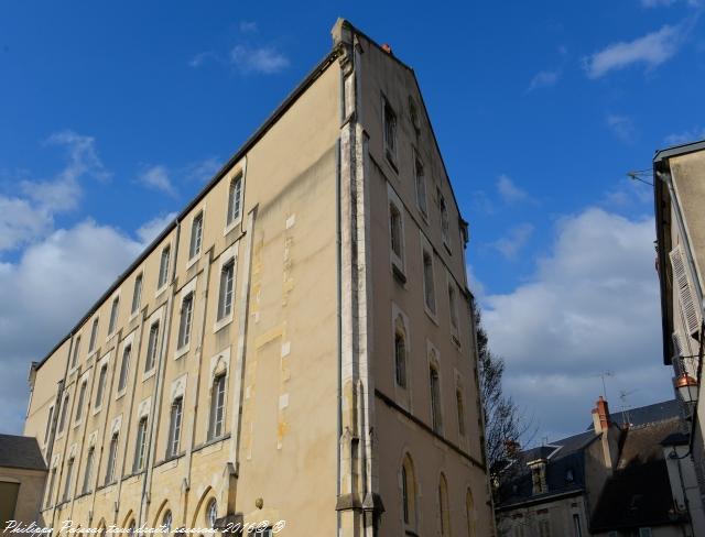 """École de """"l'Oratoire de Nevers"""" un remarquable bâtiment"""