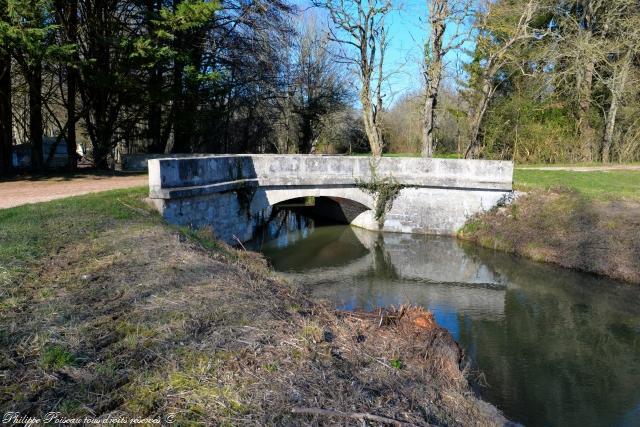 Pont sur le ruisseau de Venin Nièvre Passion