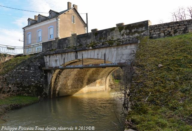 Pont de Tamnay En Bazois un beau pont de Pierre