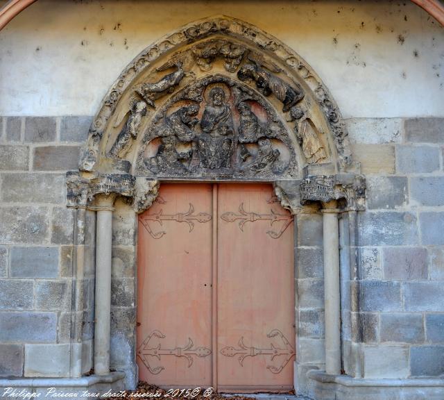 Portail de l'Église de Saint Pierre le Moûtier