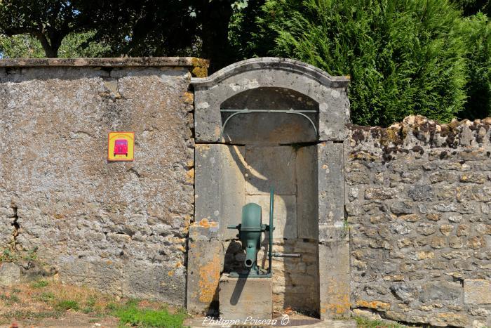 Pompe du village de Challement