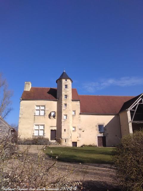 Le Vieux Château de Tâches une Maison forte de Saint-Parize