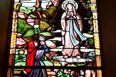 Vitraux de l'église de Saint Saulge un remarquable patrimoine